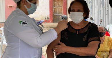 Secretaria de Saúde de Catingueira vacina idosos e professores contra a H1N1